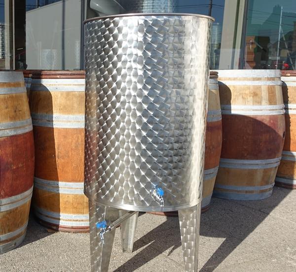 Fût avec couvercle flottant et fond conique 300 litres inox