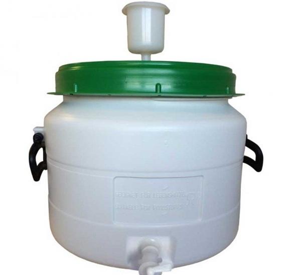 Fûts synthétique blanc-vert 31L avec barboteur et robinet