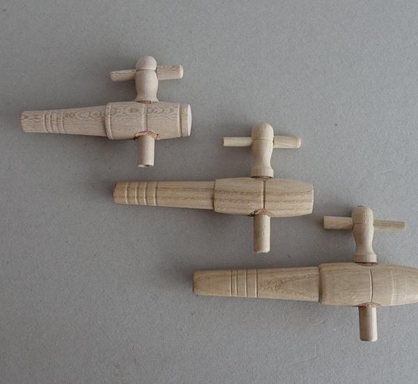Robinet en bois  diam.12 mm longueur 9,5cm